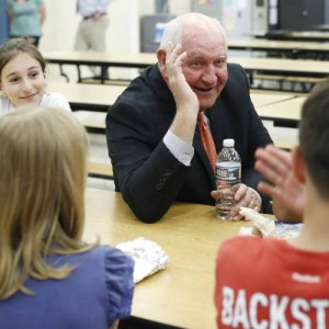 Agriculture Sec. Sonny Perdue meets with students at lunch.  Photo Carolyn Kaster